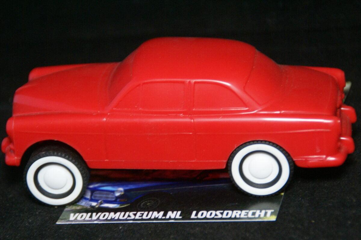 DSC03052 miniatuur Volvo Amazon 130 rood ca 1op35 Viking Toys Mint