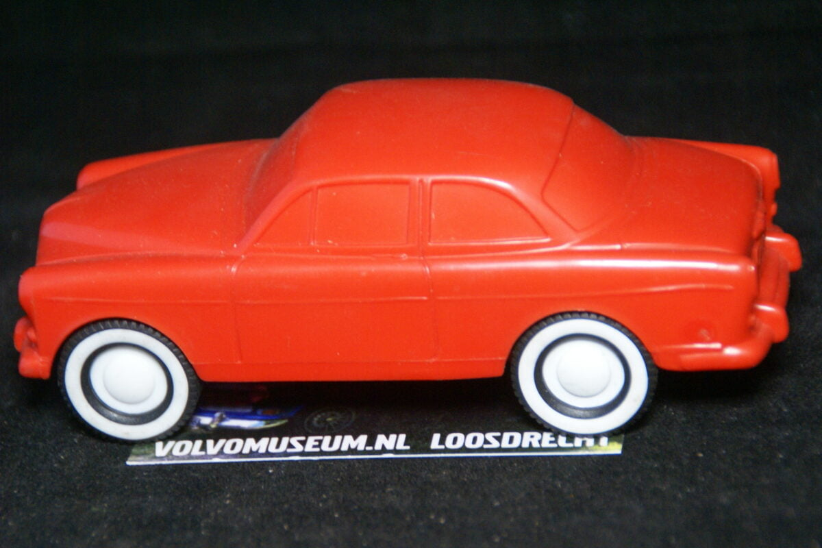 DSC03053 miniatuur Volvo Amazon 130 oranje ca 1op35 Viking Toys Mint
