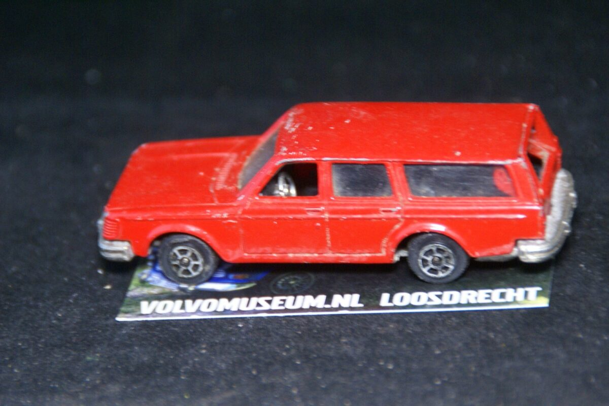 DSC03057a miniatuur Volvo 245 ca 1op60 Alme Toys bespeeld