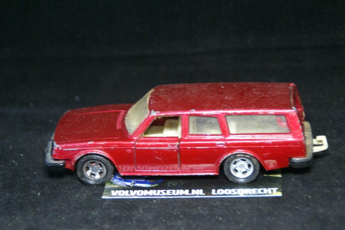 DSC03059 miniatuur Volvo 245 ca 1op36 Matchbox K-74 bespeeld