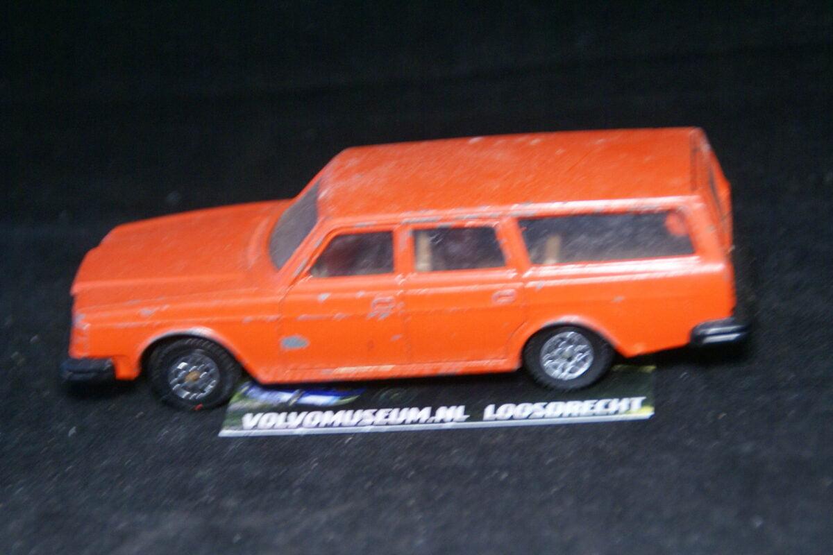 DSC03060 miniatuur Volvo 265 oranje 1op43 Norev bespeeld
