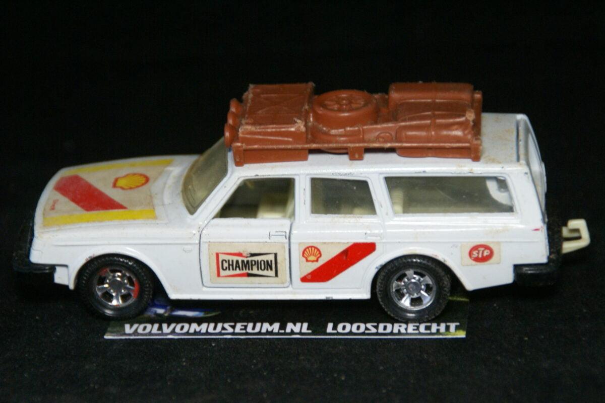 DSC03061 miniatuur Volvo 245 rally ca 1op36 Matchbox K-74 bespeeld