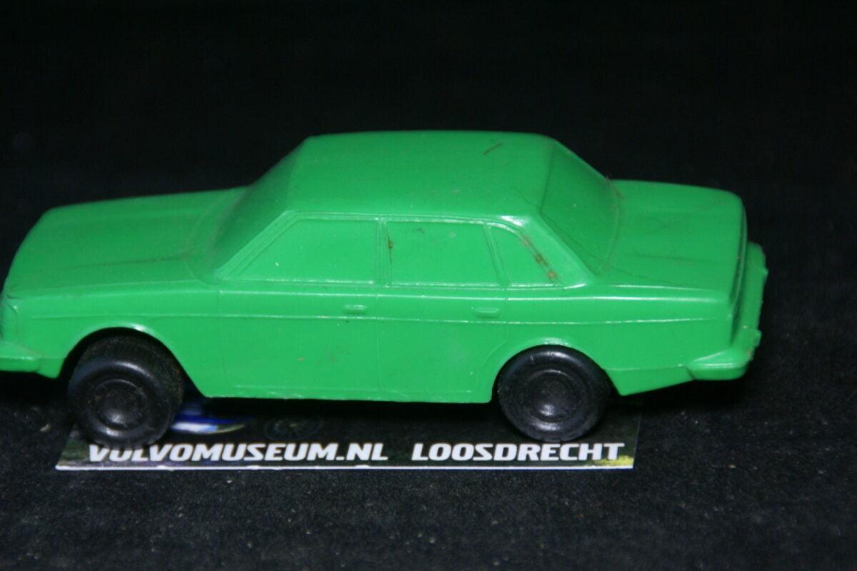 DSC03067 miniatuur Volvo 244 groen ca 1op43 Tomte Galanite bespeeld