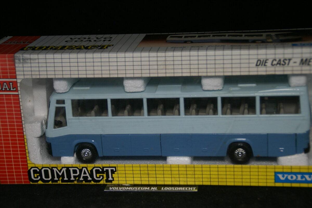 DSC03081 miniatuur Volvo bus blauw ca  1op50 Joal MB