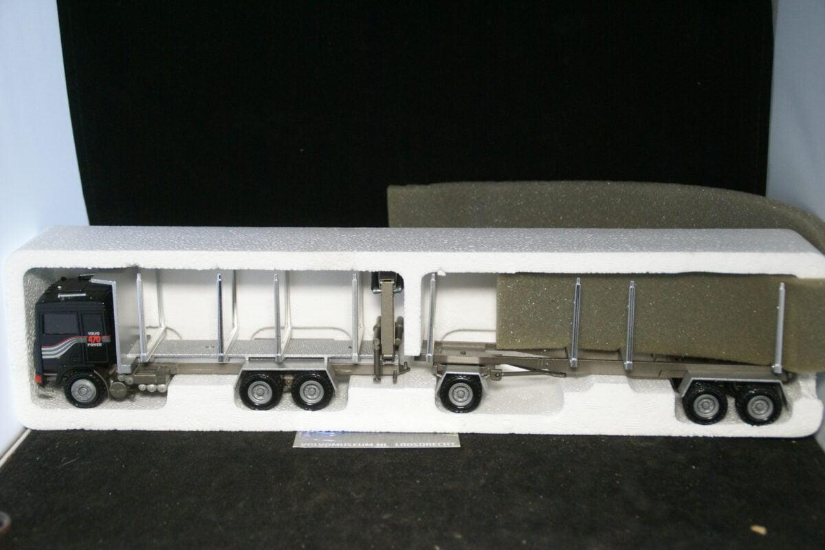 DSC03082 miniatuur Volvo F bomentruck met aanhanger zwart ca 1op50 Volvo MB