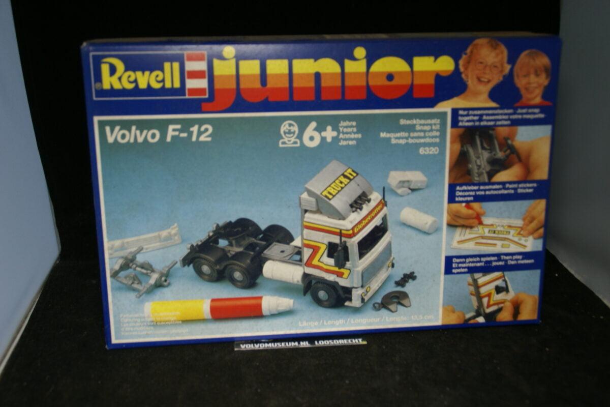 DSC03083 miniatuur Volvo F12 4 x 6 truck wit ca 1op43 Revell kit MB
