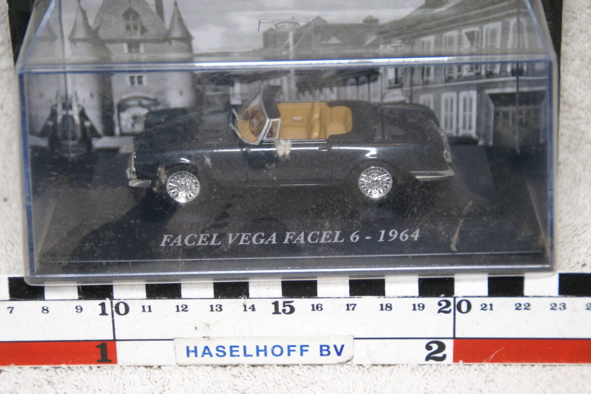 DSC07356 miniatuur 1964 Facel Vega Facel 6 grijs 1op43 MB