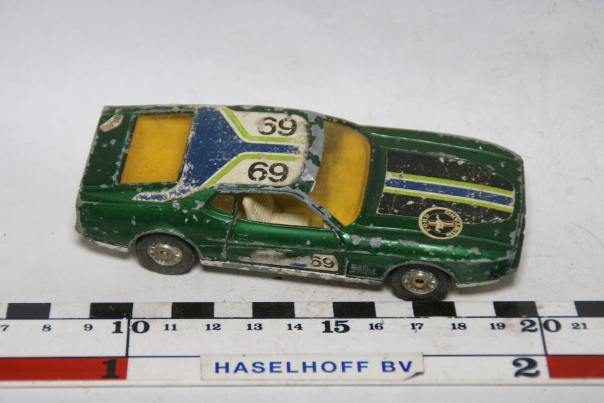 DSC07693 miniatuur Ford Mustang Mach I groen ca 1op43 Corgi Toys