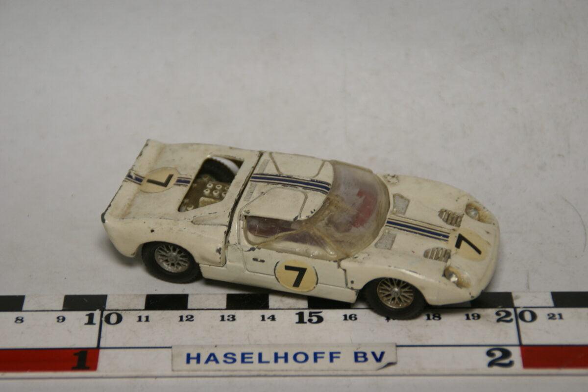 DSC07699 miniatuur 1966 Ford GT40 rood 1op43 Dinky Toys