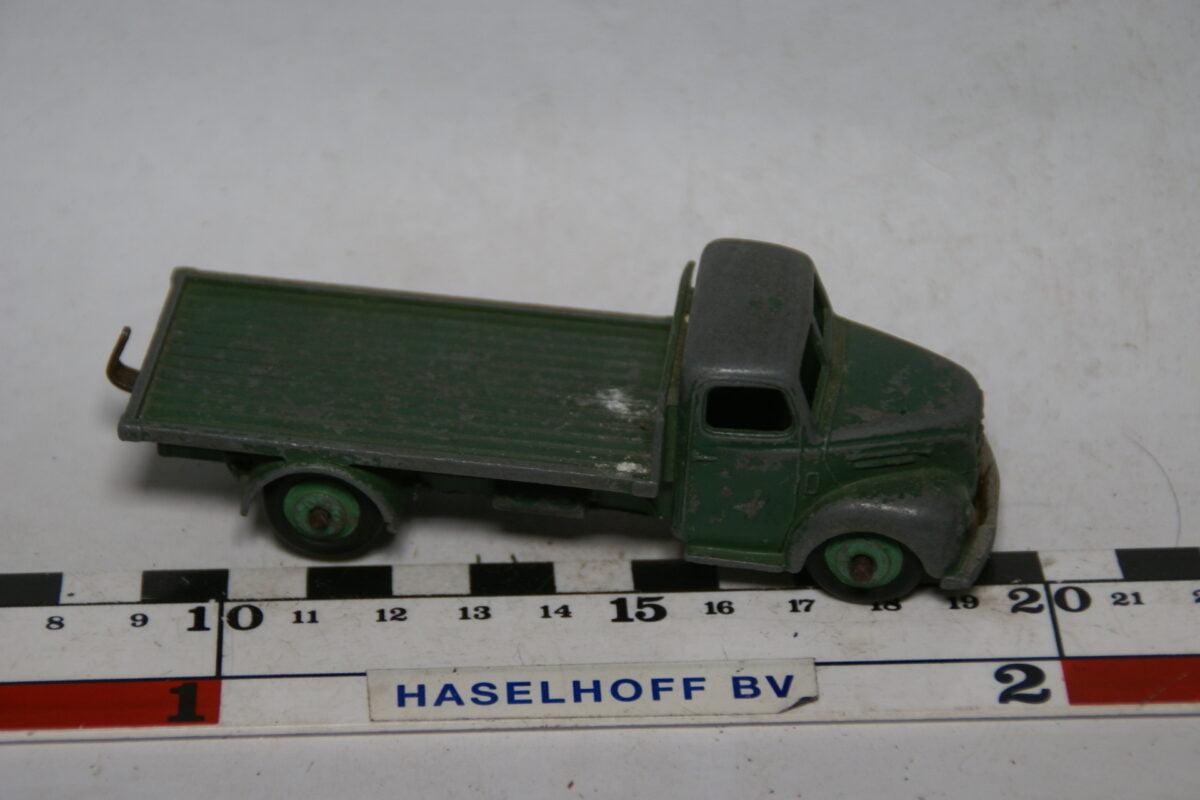 DSC07703 miniatuur Fordson vrachtauto groen ca 1op43 Dinky Toys nr 422