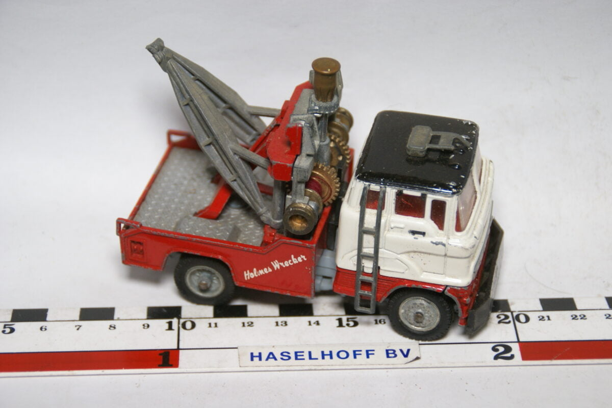 DSC07709 miniatuur Ford kraanwagen rood wit ca 1op43 Corgi Major Toys