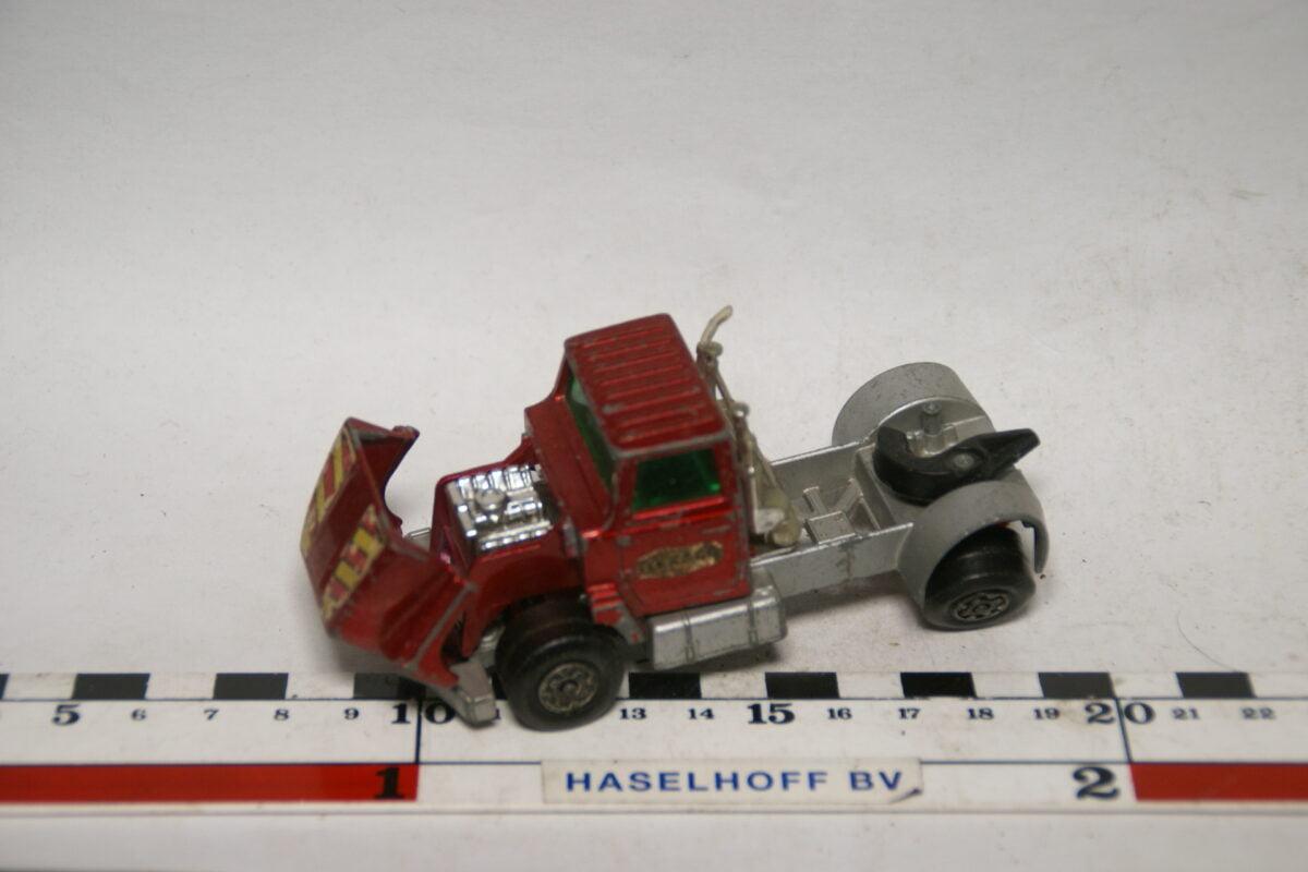 DSC07713 miniatuur 1973 Ford trekker rood ca 1op43 Matcbox Superkings