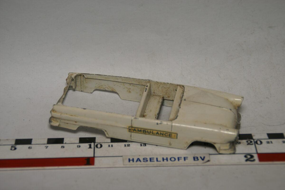 DSC07717 miniatuur Ford ambulance wit ca 1op43 Solido nr 458B