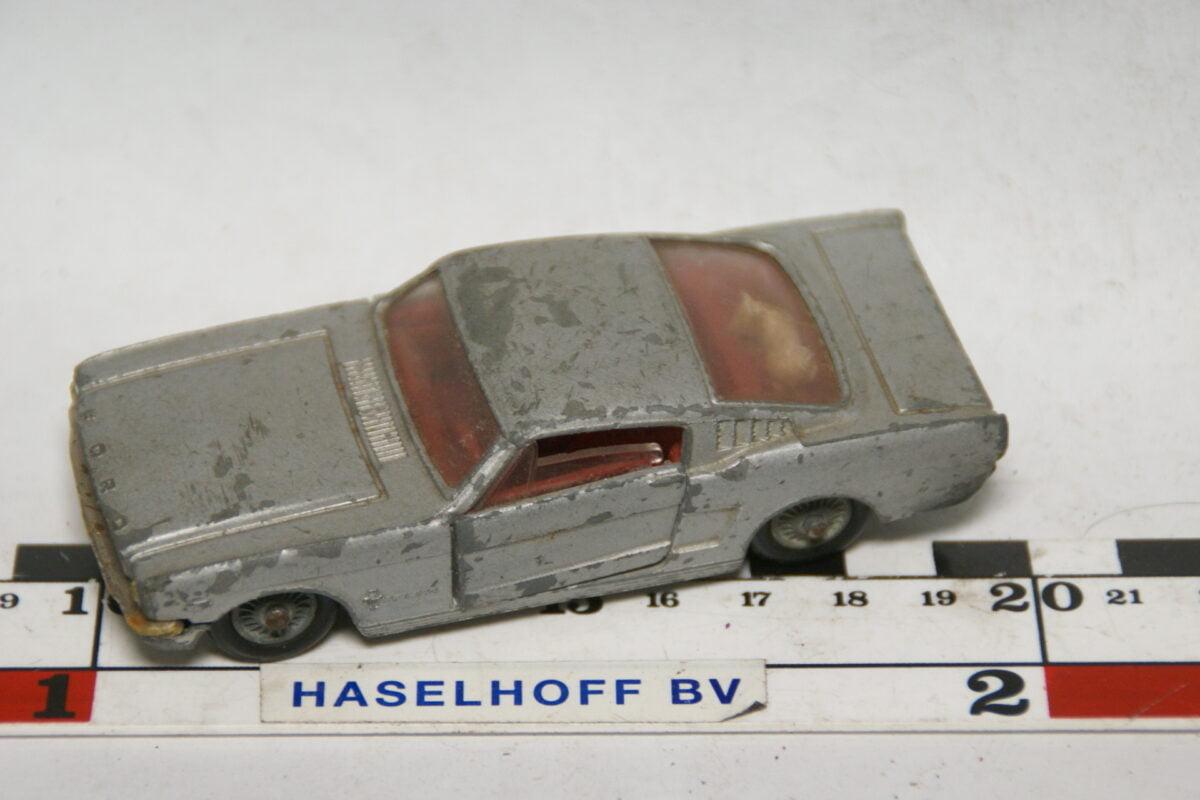 DSC07723 miniatuur Ford Mustang fastback grijs ca 1op43 Corgi Toys
