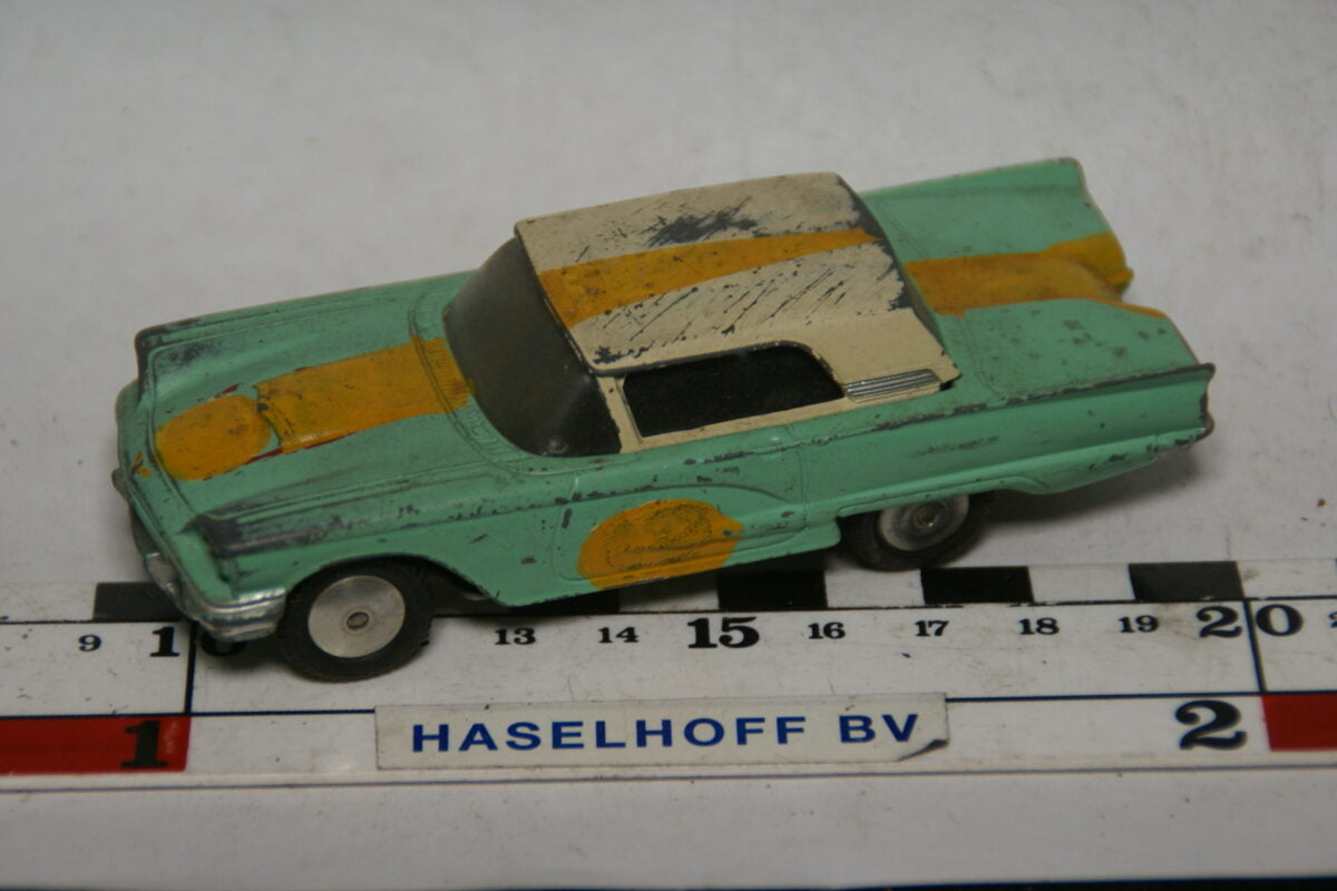DSC07737miniatuur Ford Thunderbird groen wit 1op43 corgi Toys