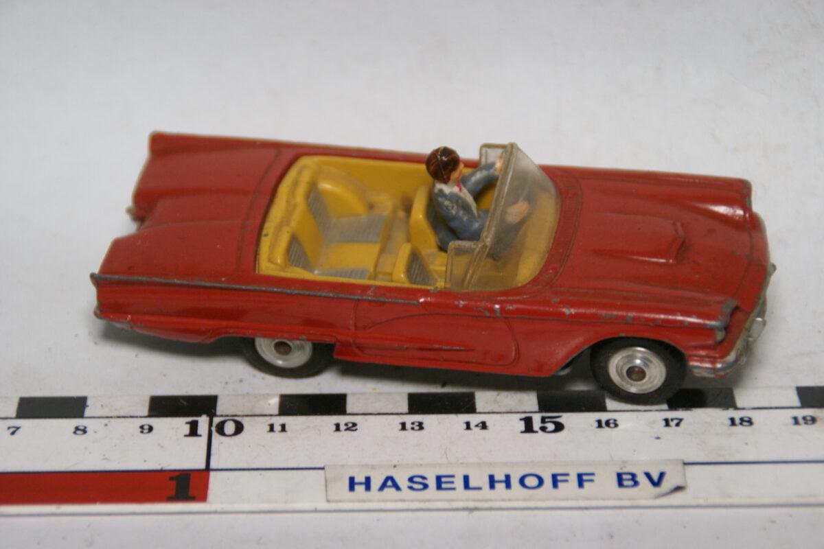 DSC07741 miniatuur Ford Thunderbird rood 1op43 Corgi Toys