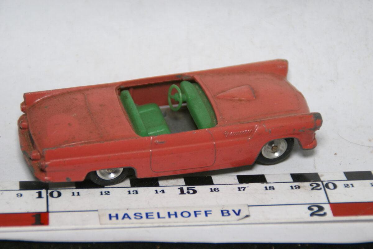 DSC07748 miniatuur Ford Thunderbird rose 1op43 Solido
