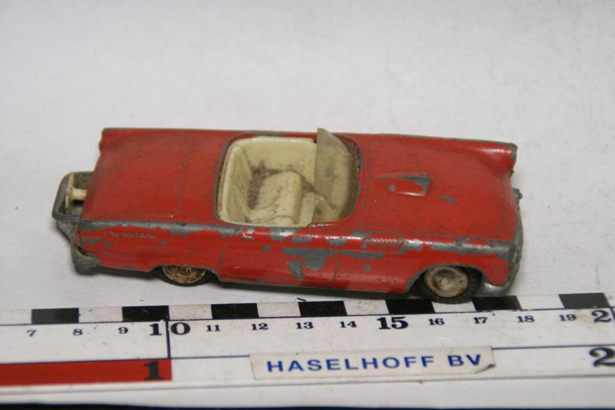 DSC07750 miniatuur Ford Thunderbird rood 1op43 Tekno