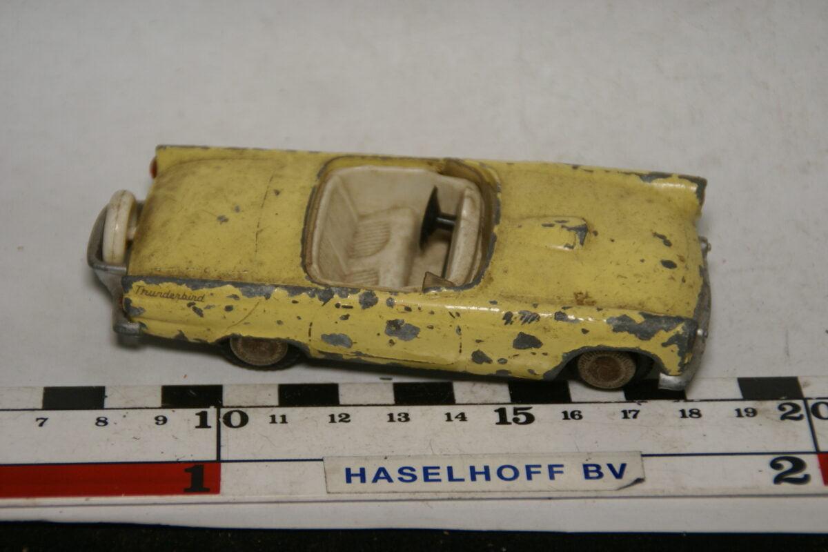 DSC07754 miniatuur Ford Thunderbird geel 1op43 Tekno