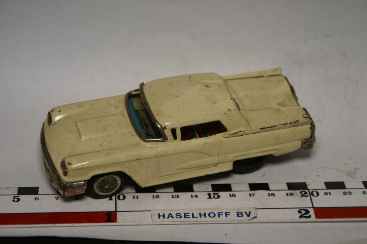 DSC07758 miniatuur Ford Thunderbird wit ca 1op40 blik