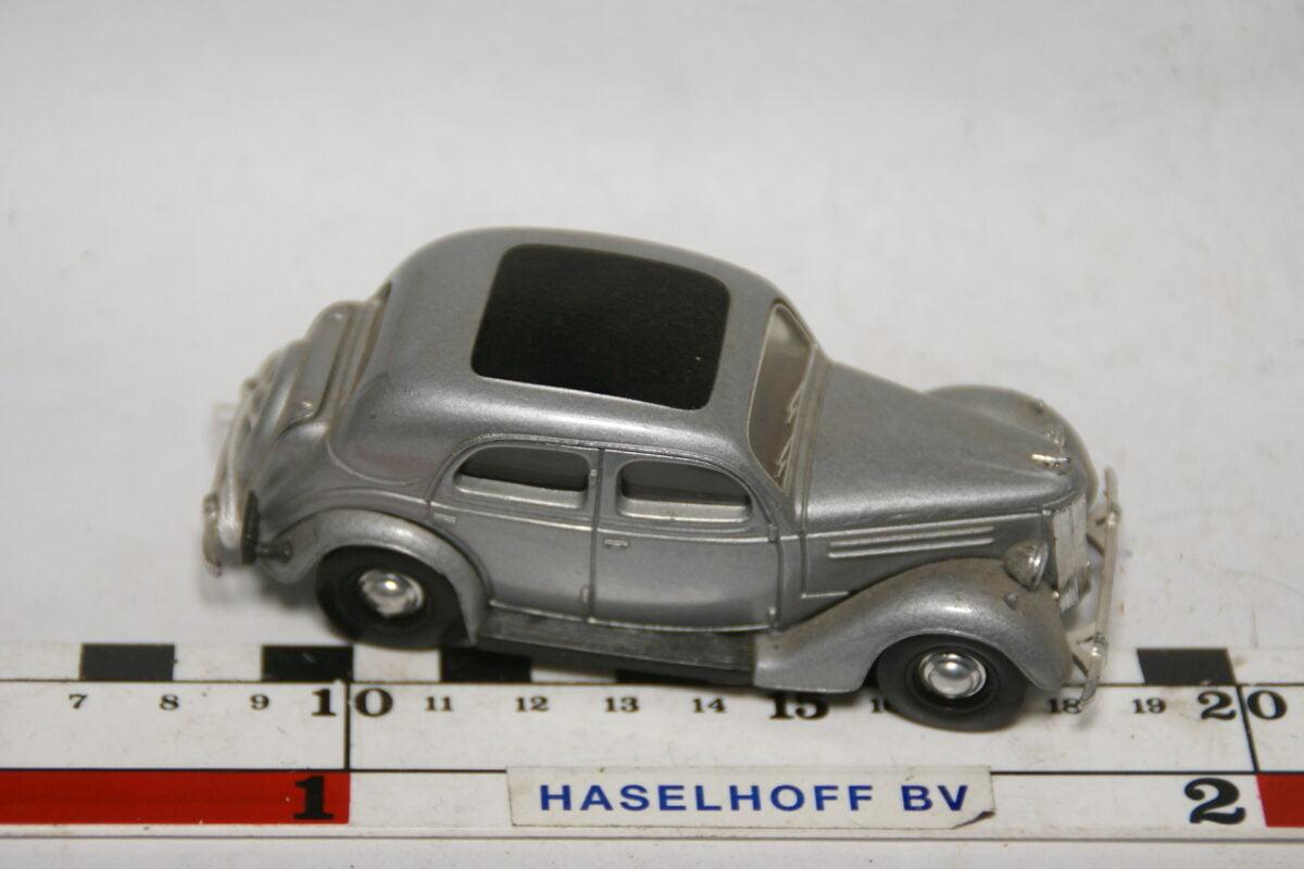 DSC07771 miniatuur 1949 Ford Pilot grijsm 1op43 Dinky Matchbox mint