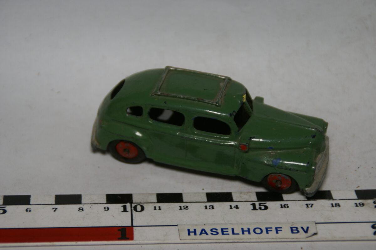 DSC07779 miniatuur Ford taxi groen 1op43 Tekno DK