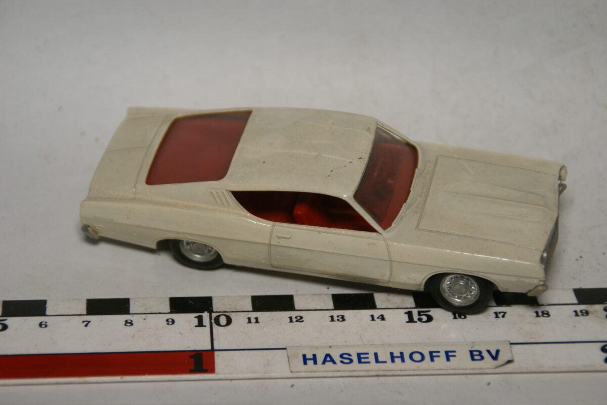 DSC07781 miniatuur Ford coupe wit 1op43
