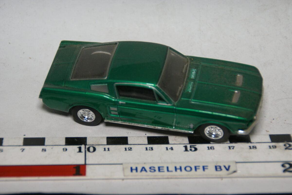 DSC07787 miniatuur Ford Mustang fastback groen 1op43 Matchbox Dinky