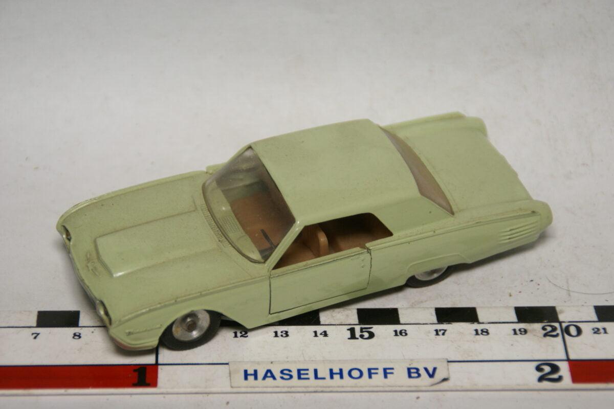DSC07791 miniatuur 1963 Ford Thunderbird groen 1op43 Solido nr 128