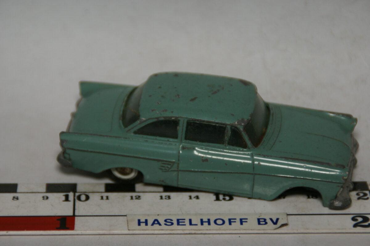 DSC07797 miniatuur Ford Taunus 17M groen 1op43 Tekno DK
