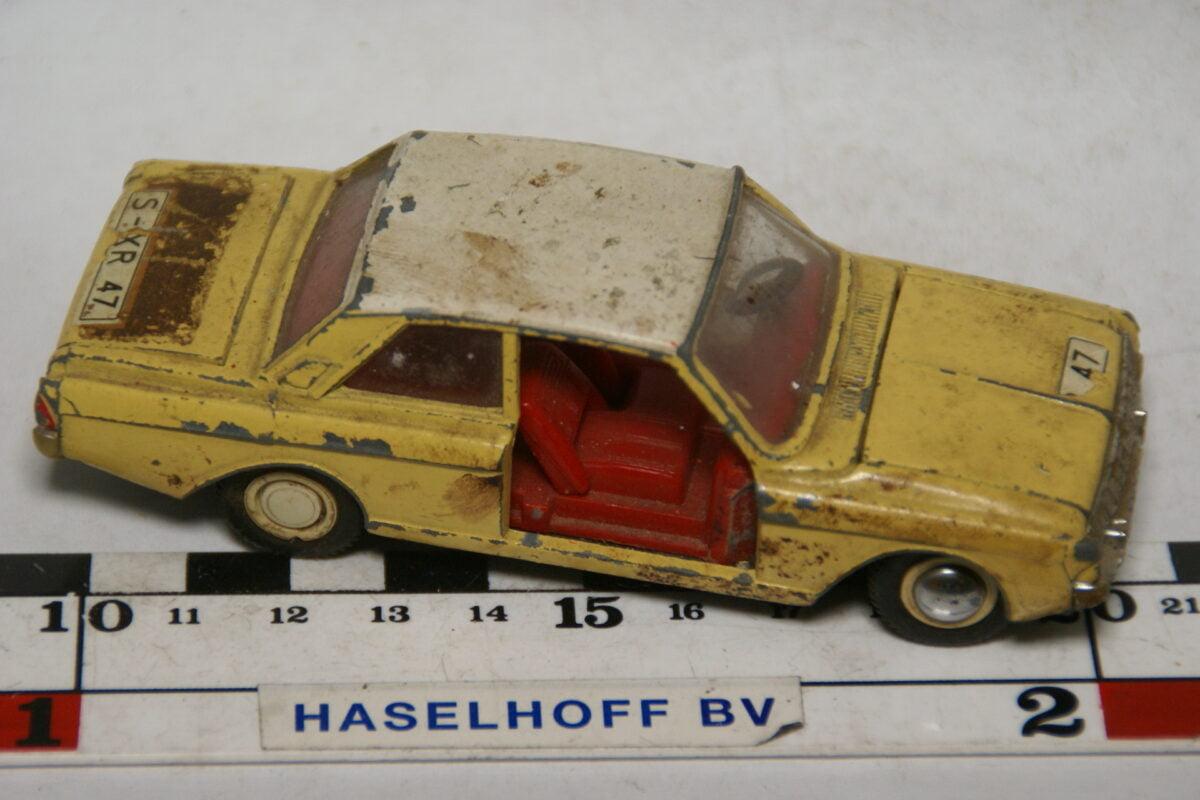 DSC07799 miniatuur Ford Taunus geel wit 1op43 Dinky Toys