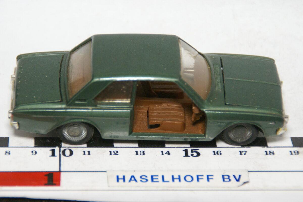 DSC07805 miniatuur Ford Taunius 20M TS groen 1op43 Politoys nr 519