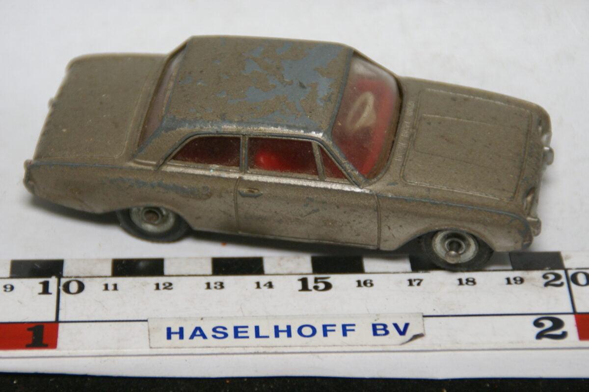 DSC07807 miniatuur Ford Taunus bruin 1op43 Dinky Toys