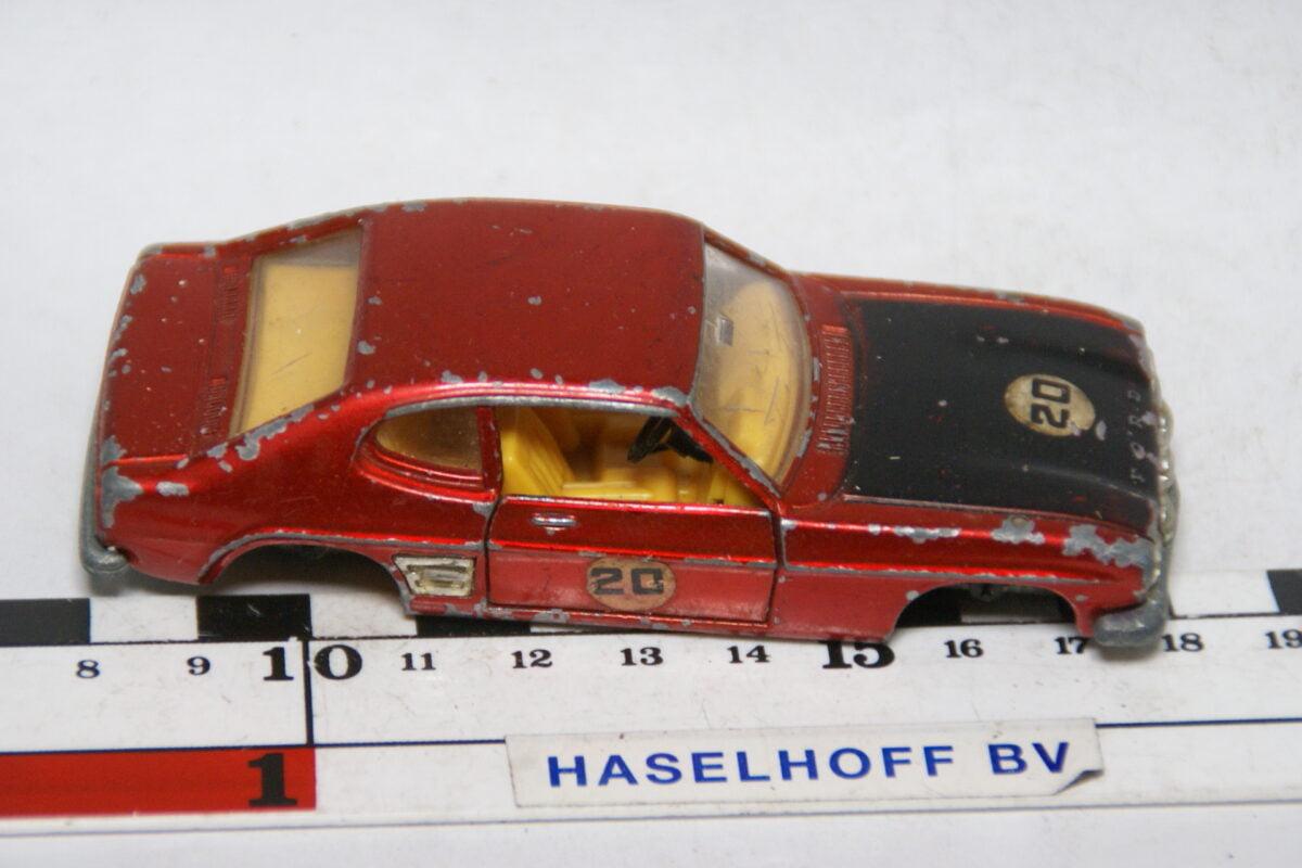 DSC07823 miniatuur Ford Capri rood 1op43 Dinky Toys