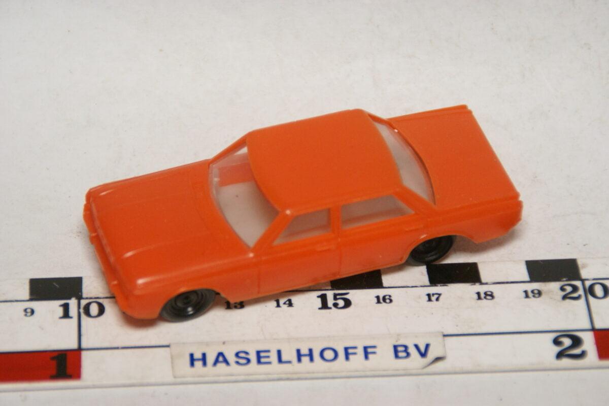 DSC07827 miniatuur Ford Taunus oranje ca 1op50 West Germany