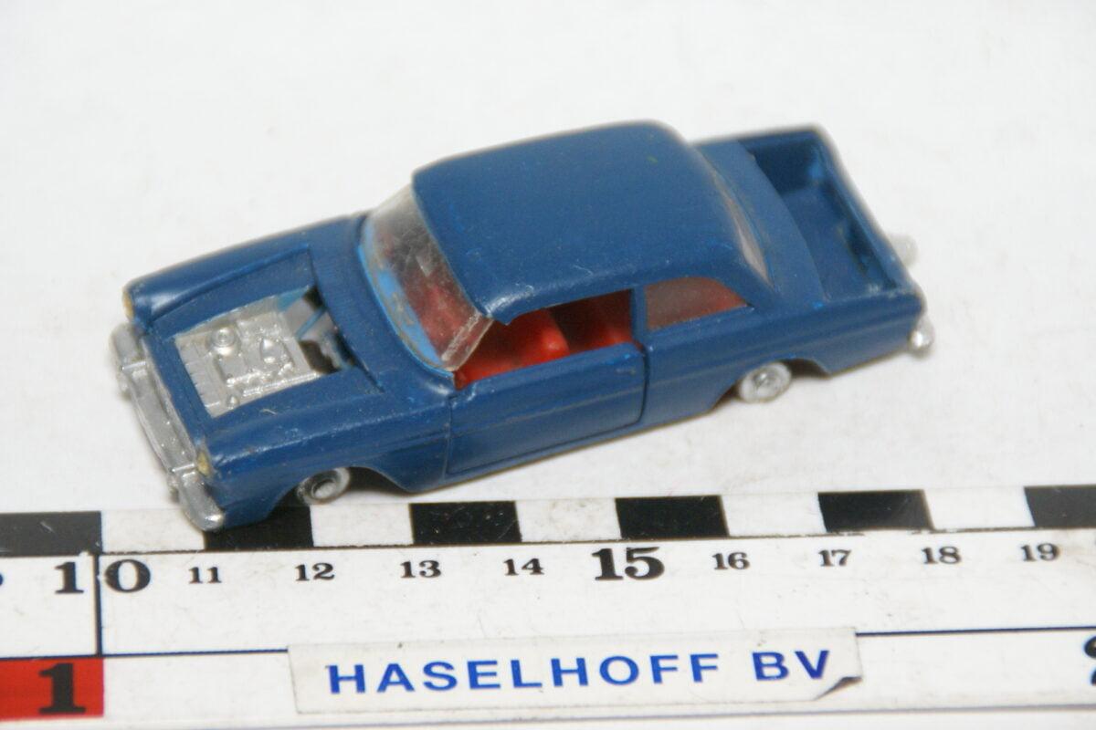 DSC07842 miniatuur Ford Taunus 12M blauw ca 1op50 Impy Road Master