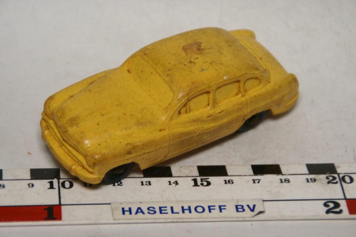 DSC07866 miniatuur Ford Vedette geel 1op43 Tomte Laerdal
