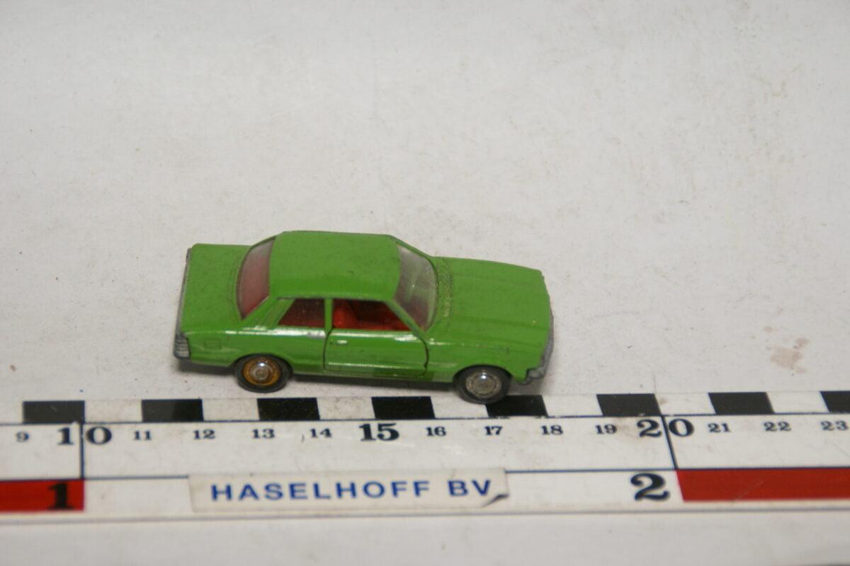 DSC07870 miniatuur Ford Taunus groen 1op66 Schuco