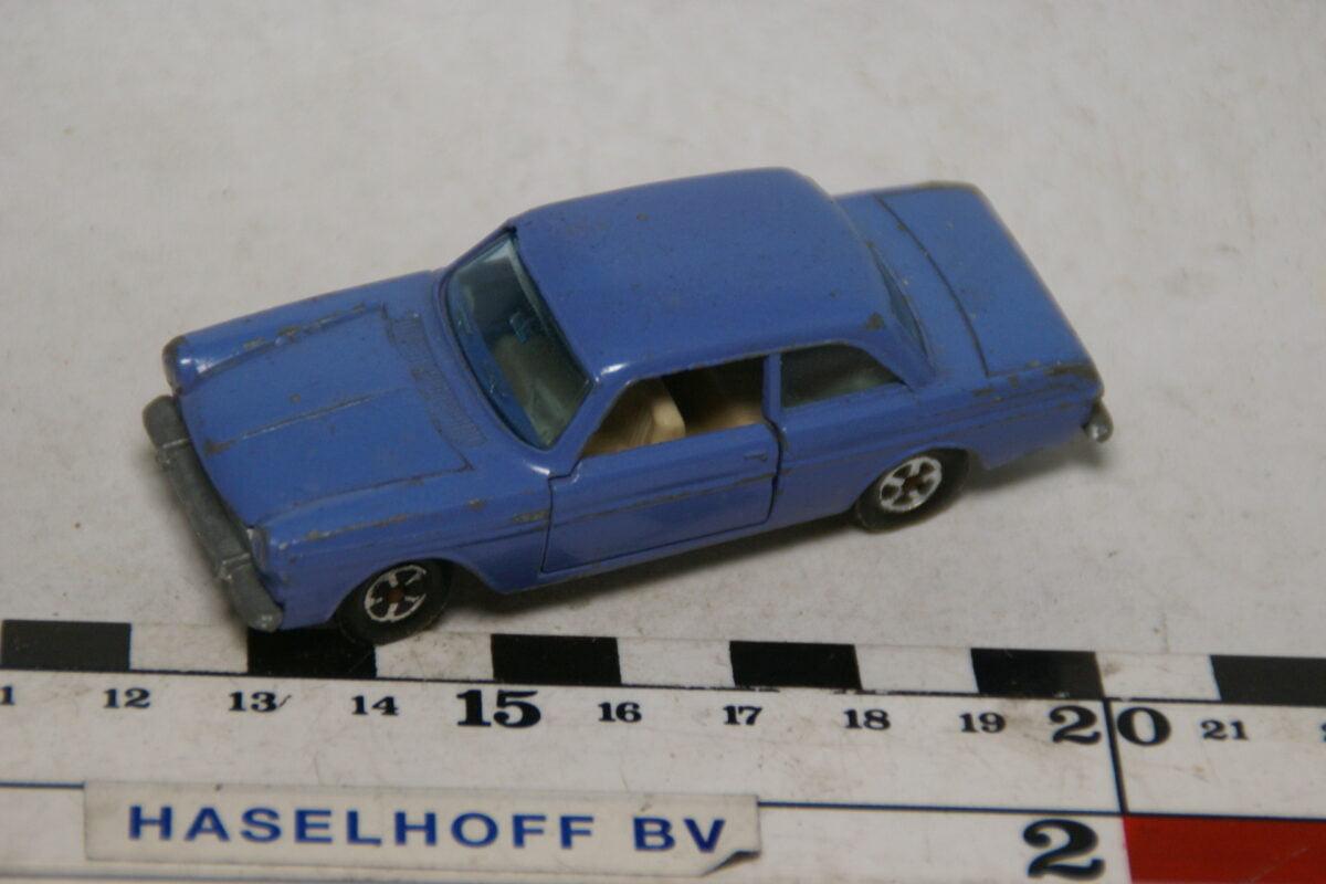 DSC07876 miniatuur Ford Taunus 12M blauw ca 1op70 Flyers Road Master