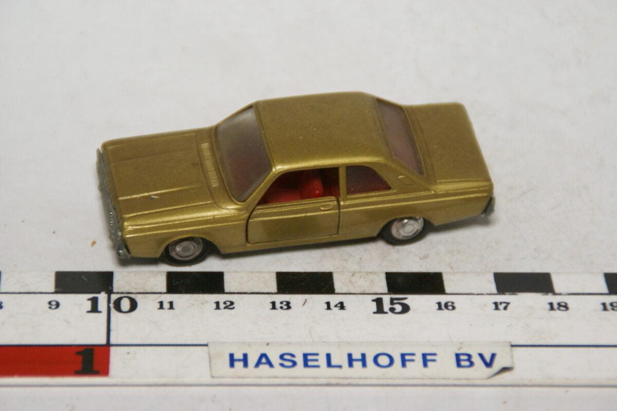 DSC07880 miniatuur Ford Taunus goud 1op66 Schuco mint