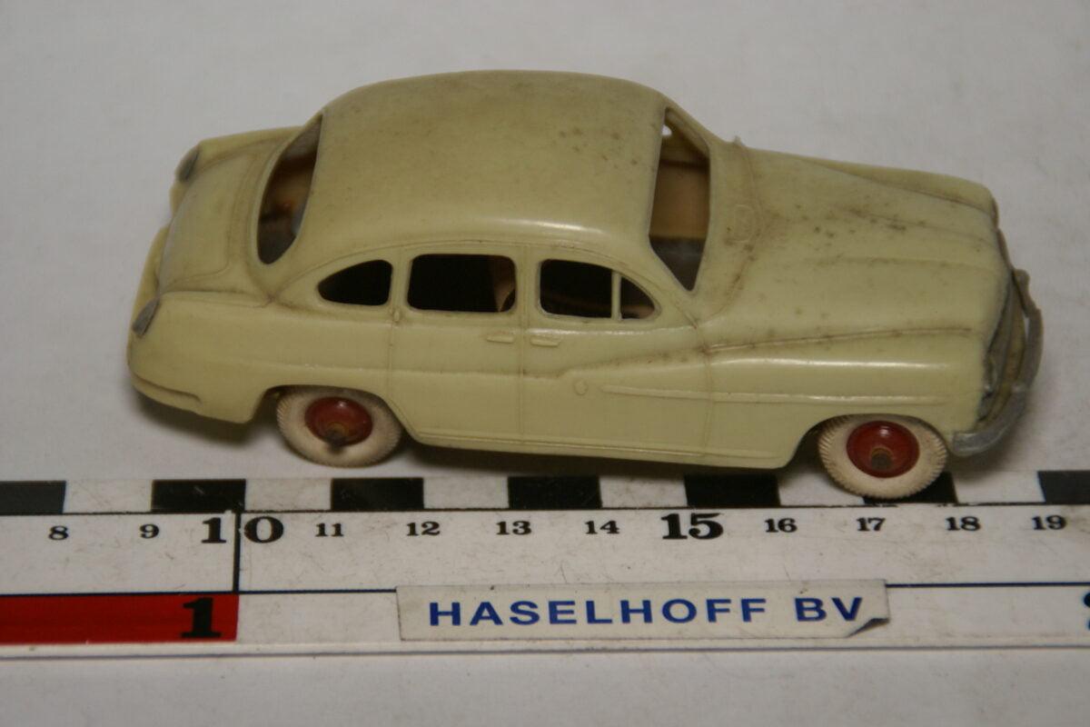 DSC07896 miniatuur 1954 Ford Vedette grijs  1op43 Norev, blikken bodem