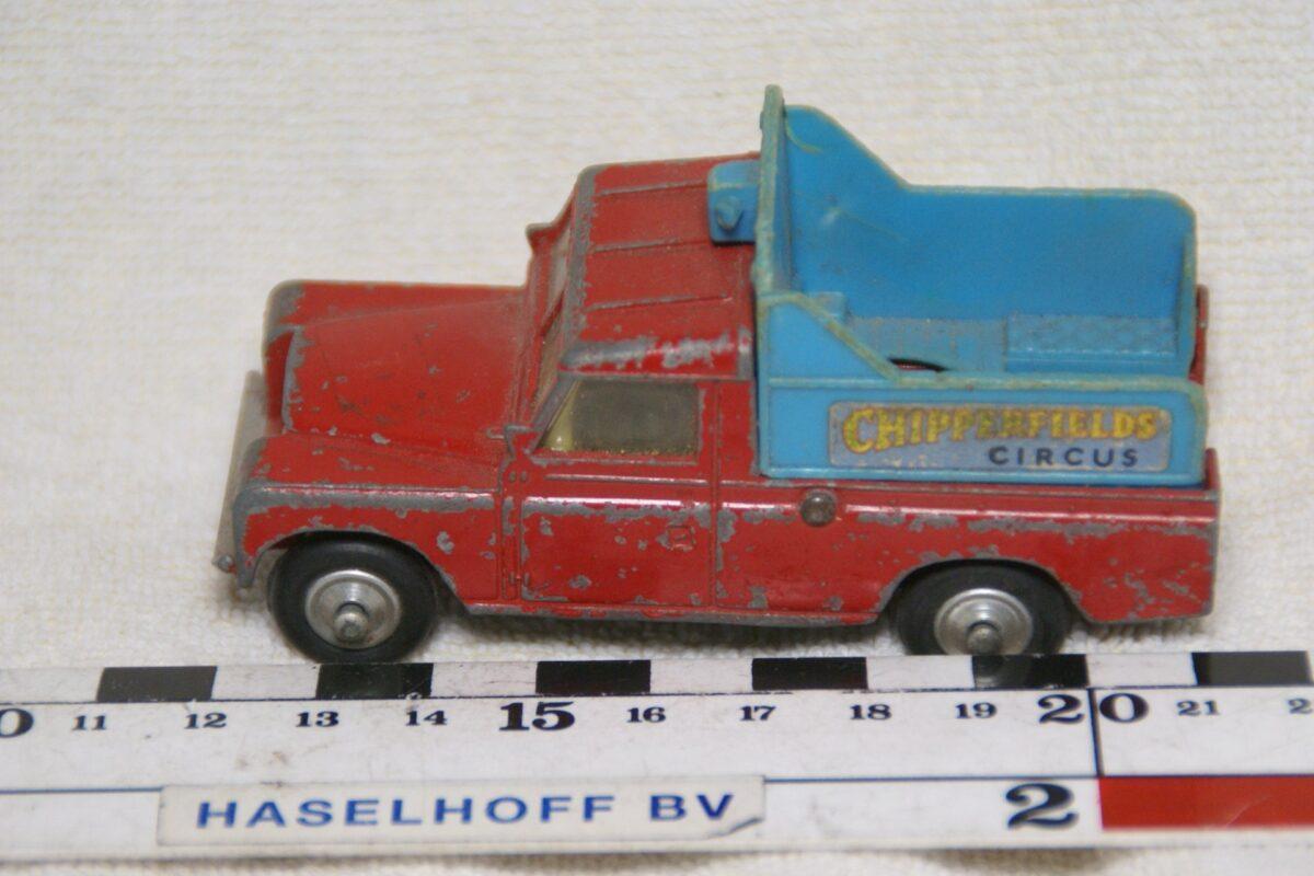 DSC08596 miniatuur Landrover pickup Chipperfield rood ca 1op43 Corgi Toys 109