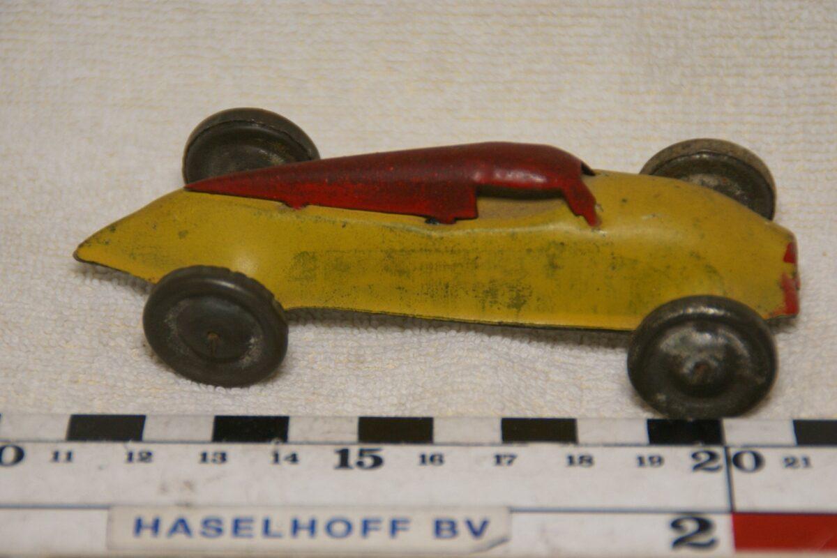 DSC08617 miniatuur blik racewagen geel rood 40er jaren ca 1op43