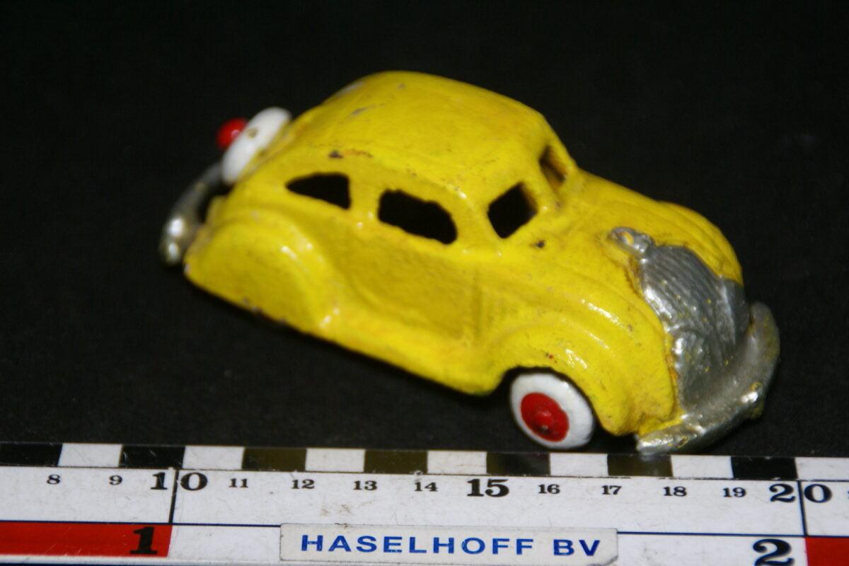 DSC08913 miniatuur mogelijk Volvo Carioca geel 1op43 zwaar