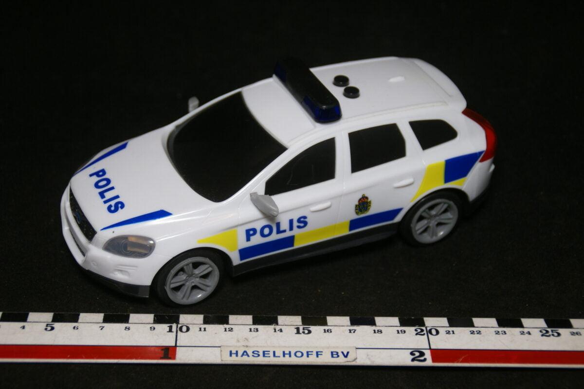 DSC08917 miniatuur Volvo XC60 polis met werkende verlichting ca 1op40 mint