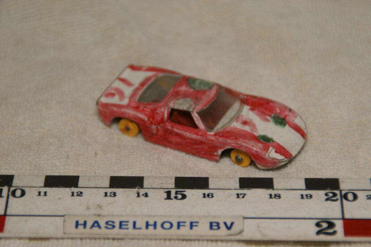 DSC08925 miniatuur Ford GT 40 rood wit ca 1op70 Matchbox Lesney 41