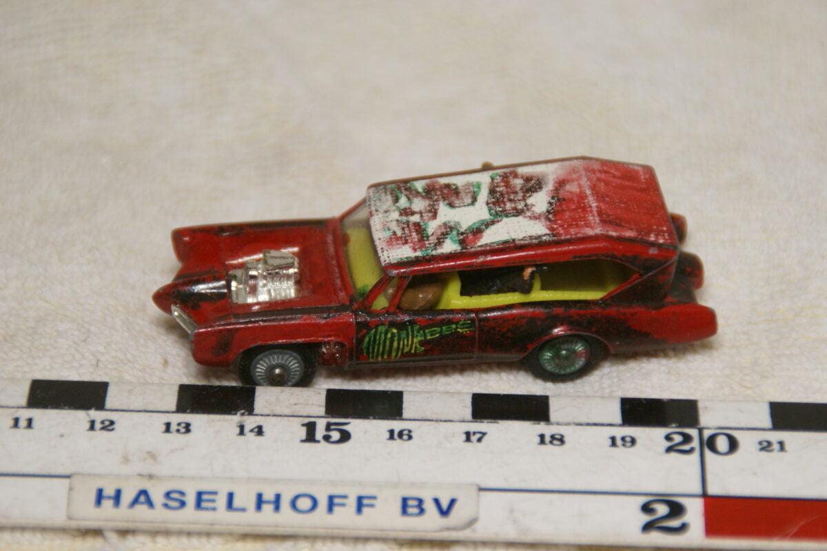 DSC08927 miniatuur Monkeemobile rood ca 1op70 Husky