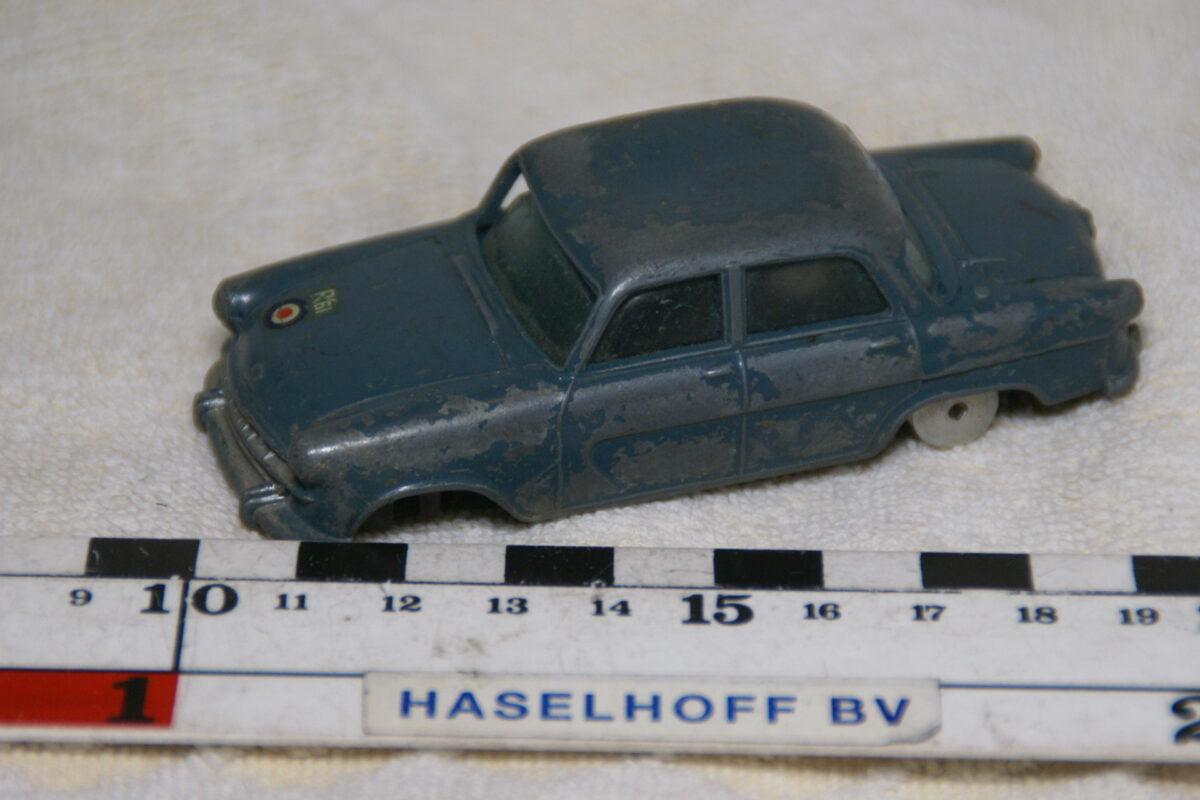 DSC08929 miniatuur Standard Vanguard III blauw ca 1op43 Corgi Toys
