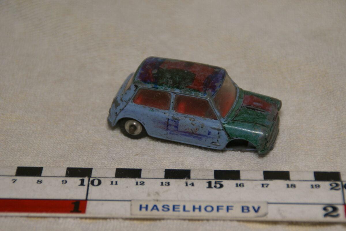 DSC08936 miniatuur Morris Mini blauw 1op43 Corgi Toys