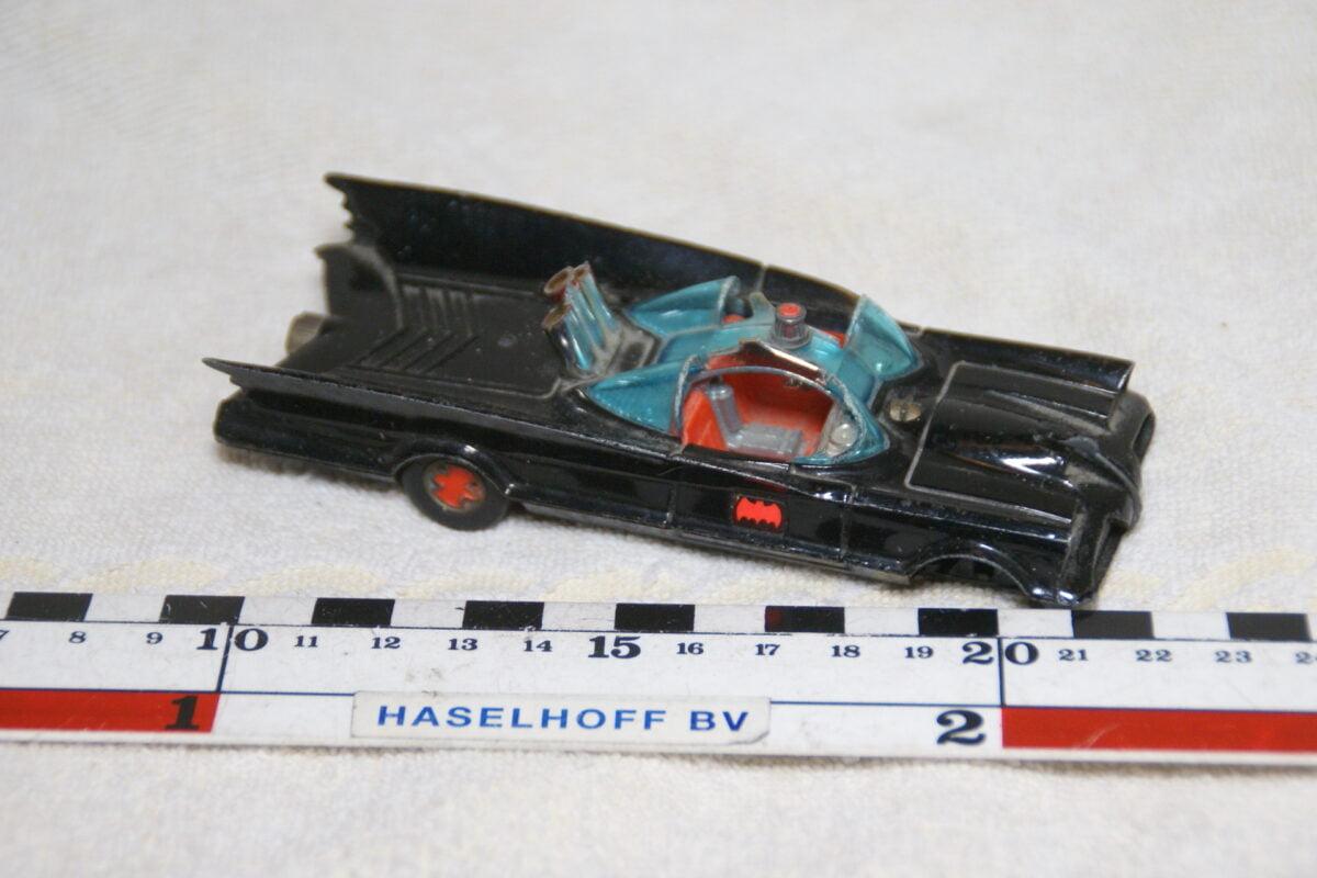DSC08947 miniatuur Batmobile zwart ca 1op43 Corgi Toys